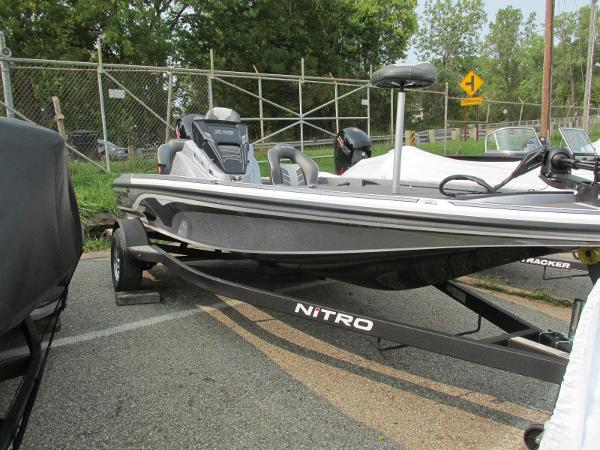 2021 Nitro boat for sale, model of the boat is Z18 & Image # 4 of 26