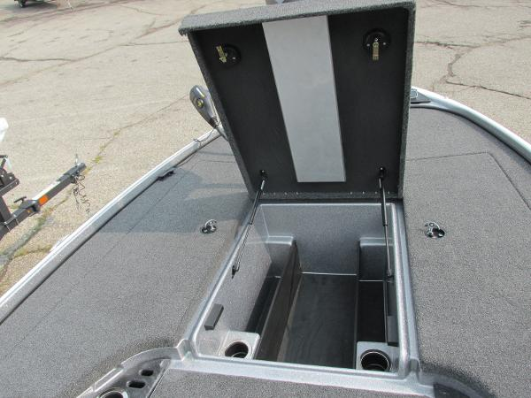 2021 Nitro boat for sale, model of the boat is Z18 & Image # 10 of 26