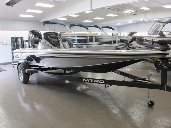 2021 Nitro boat for sale, model of the boat is Z18 & Image # 2 of 26