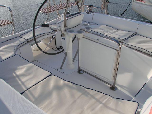44' Hunter Deck Salon Yacht For Sale - Rubicon Yachts