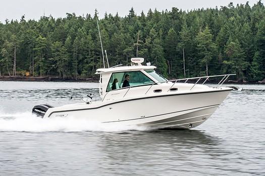 2019 Boston Whaler 315 Conquest Pilothouse