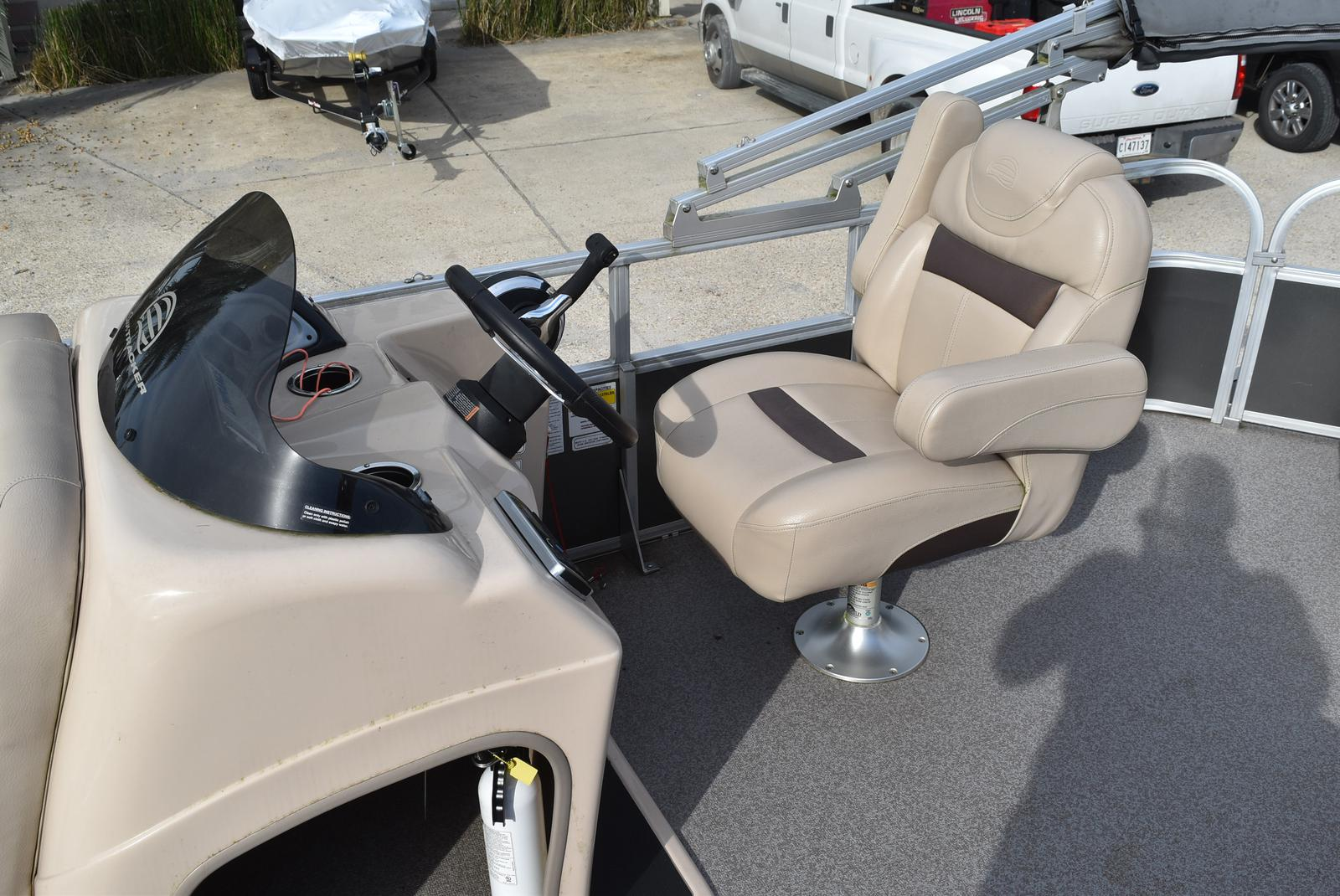 2018 Sun Tracker boat for sale, model of the boat is Party Barge 20 DLX, 90CT & Image # 9 of 14