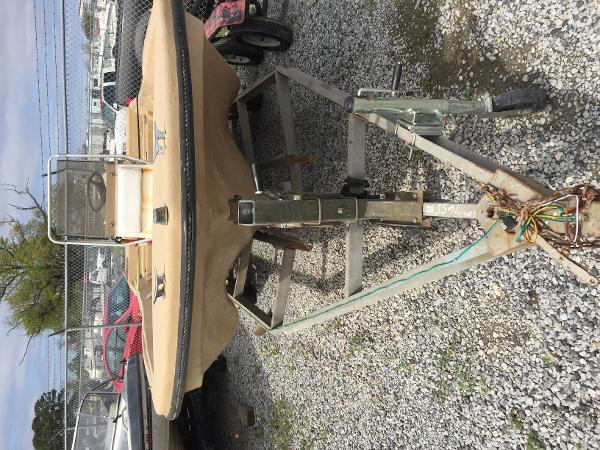 1984 Manatee boat for sale, model of the boat is Sabre & Image # 3 of 6