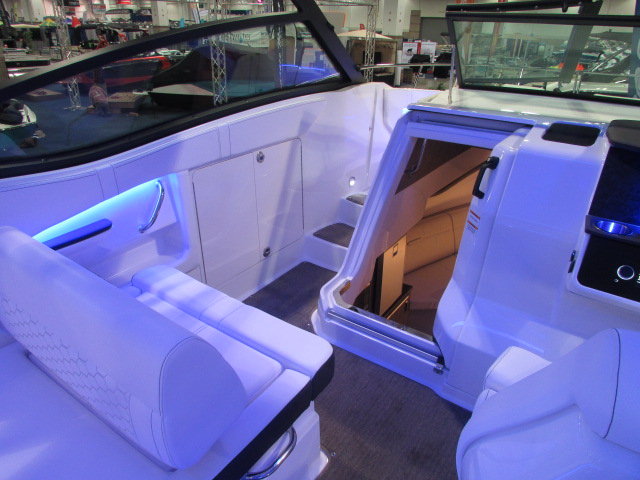 2020 Sea Ray boat for sale, model of the boat is 320 Sundancer & Image # 10 of 15