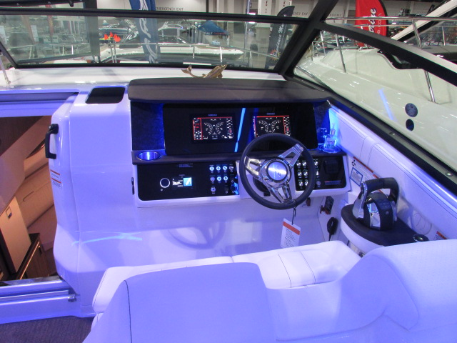 2020 Sea Ray boat for sale, model of the boat is 320 Sundancer & Image # 13 of 15