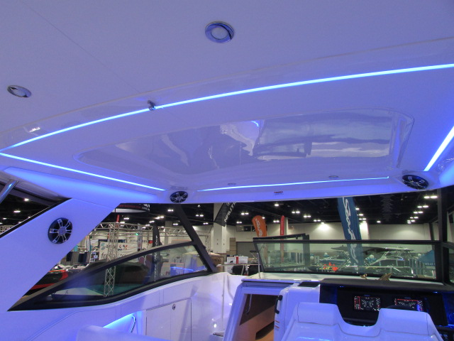 2020 Sea Ray boat for sale, model of the boat is 320 Sundancer & Image # 14 of 15