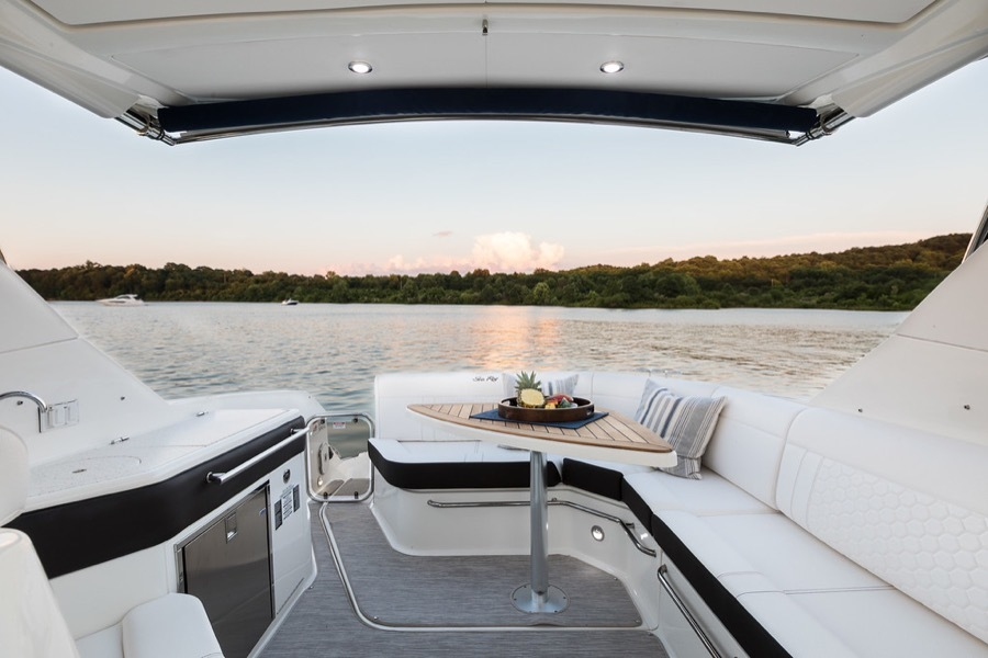 2020 Sea Ray boat for sale, model of the boat is 320 Sundancer & Image # 3 of 5