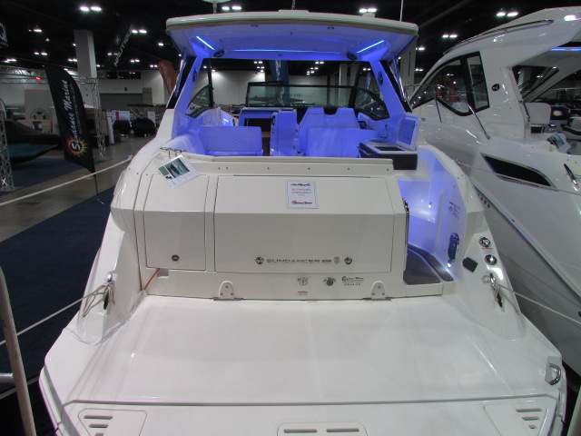 2020 Sea Ray boat for sale, model of the boat is 320 Sundancer & Image # 4 of 15