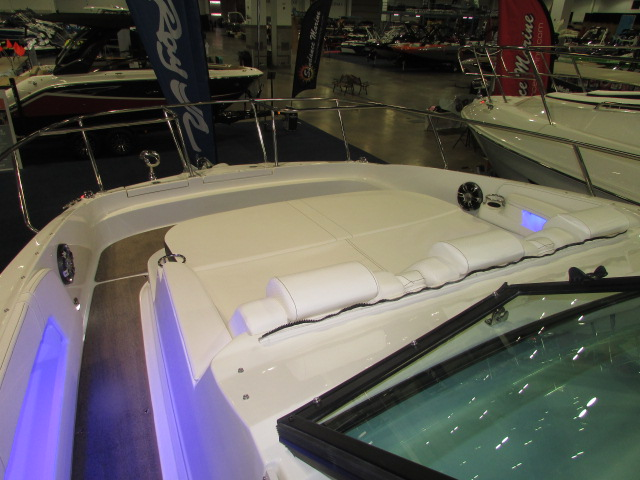 2020 Sea Ray boat for sale, model of the boat is 320 Sundancer & Image # 5 of 15