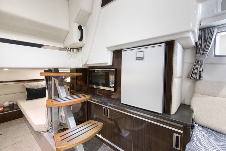 2020 Sea Ray boat for sale, model of the boat is 320 Sundancer & Image # 5 of 5