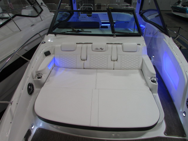 2020 Sea Ray boat for sale, model of the boat is 320 Sundancer & Image # 7 of 15