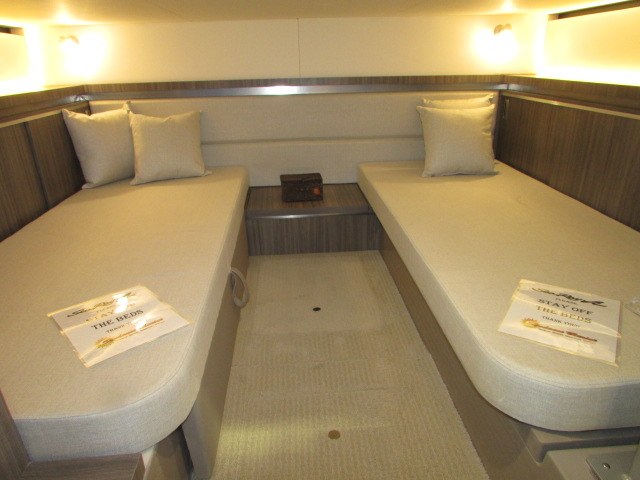 2020 Sea Ray boat for sale, model of the boat is 320 Sundancer & Image # 8 of 15