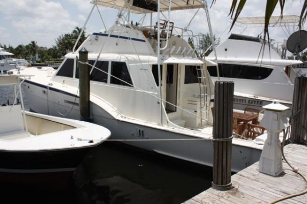 "Hatteras ""NEW STYLE"" Flybridge Convertible Convertible Boats"