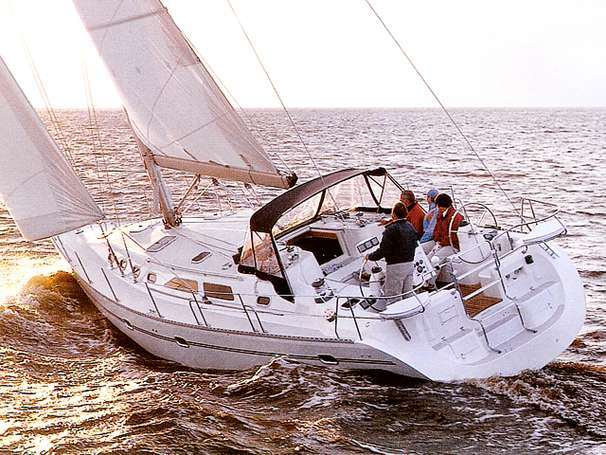 Catalina 470 sistership sailing