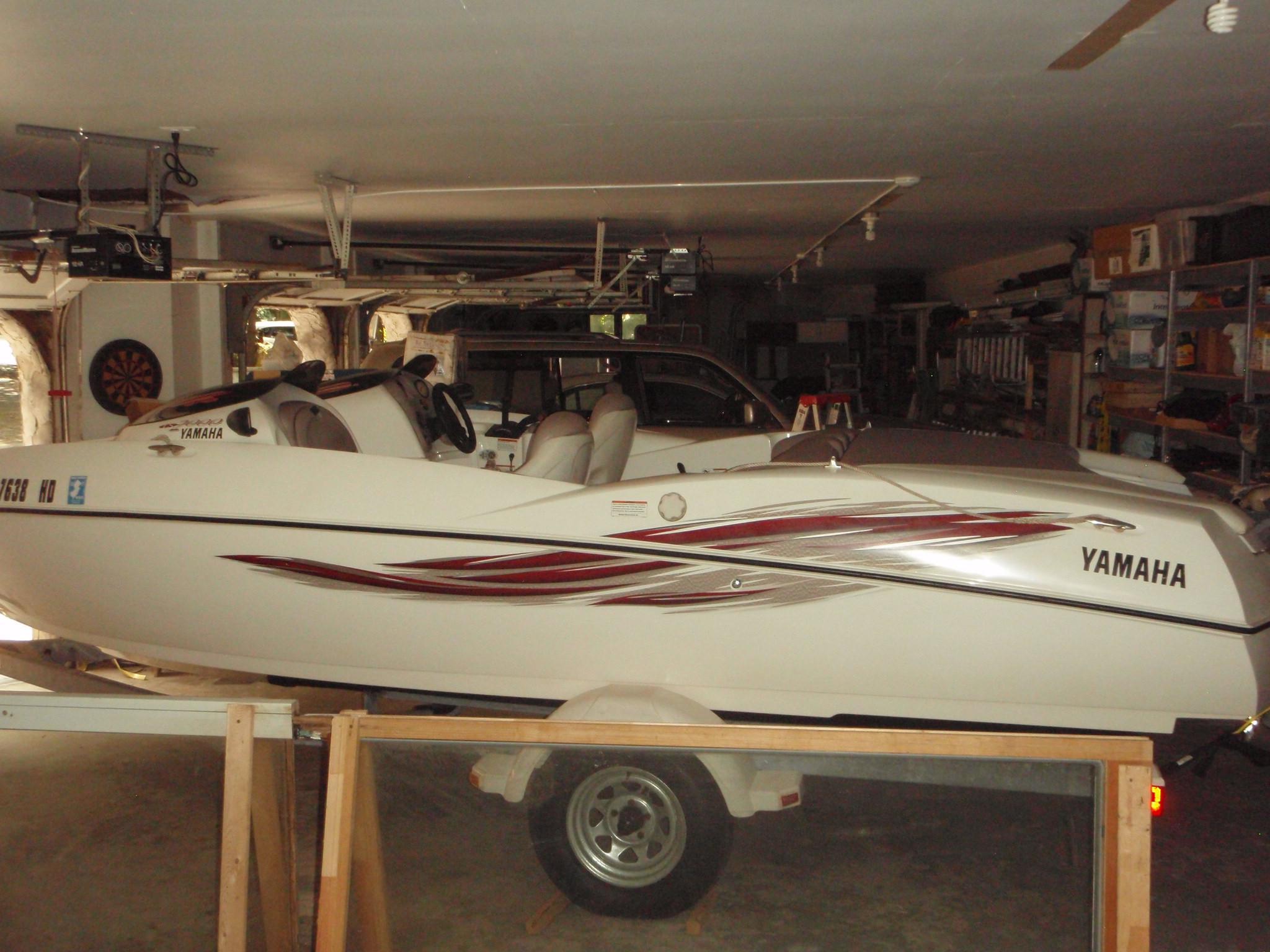 2001 Yamaha LS-200 Jet Boat Sandy Hook Yacht Sales