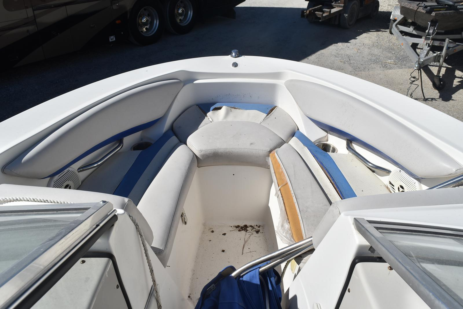 2007 Larson boat for sale, model of the boat is Senza 186 & Image # 13 of 15