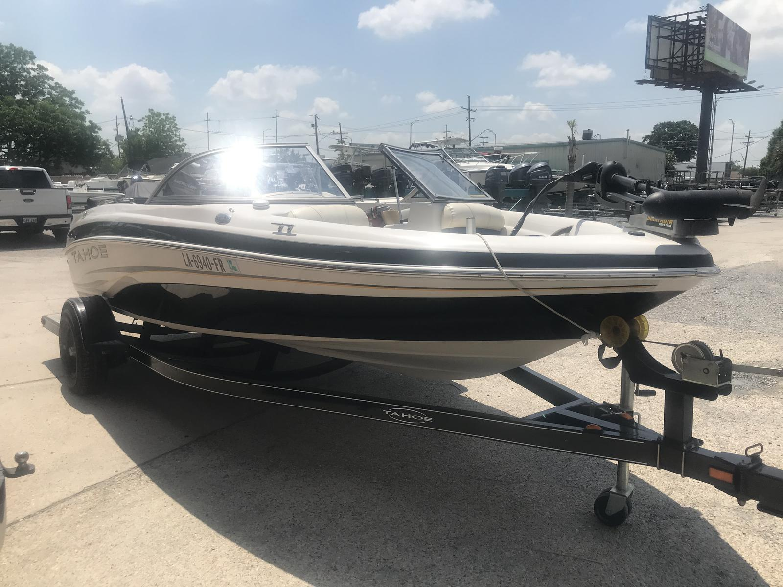 2008 Tahoe boat for sale, model of the boat is Q4i SF & Image # 10 of 14