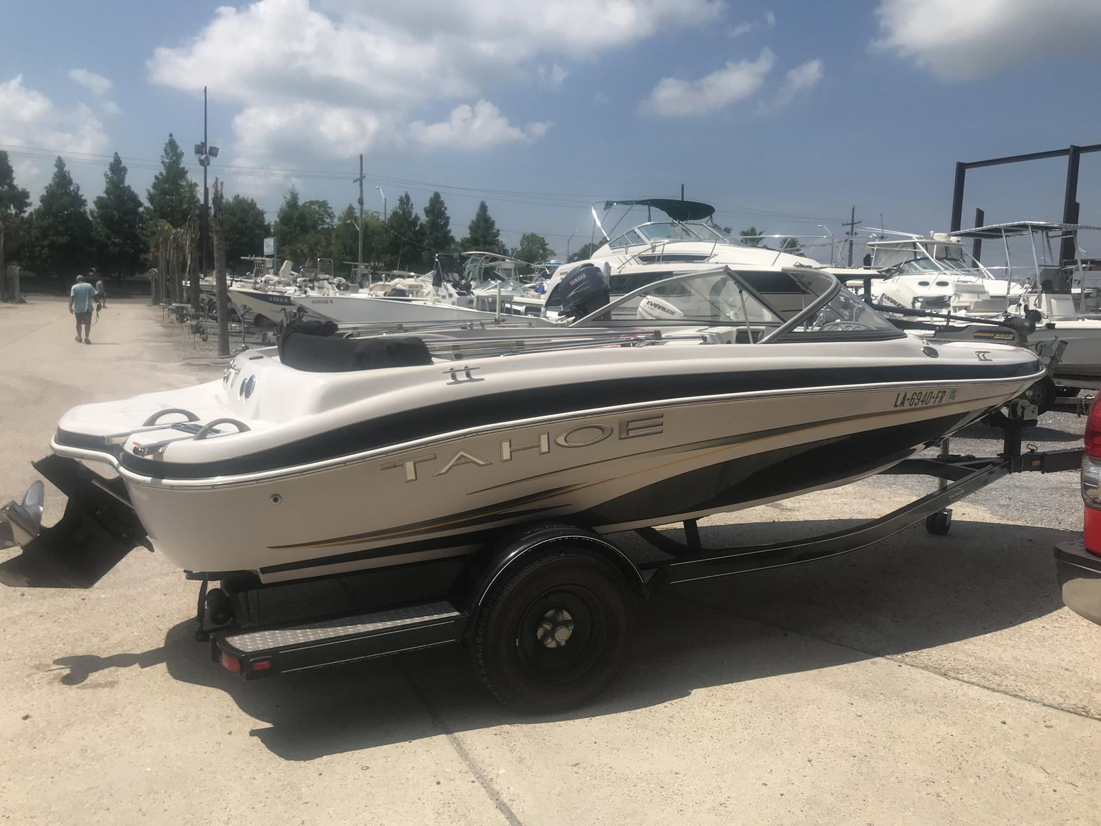 2008 Tahoe boat for sale, model of the boat is Q4i SF & Image # 9 of 14