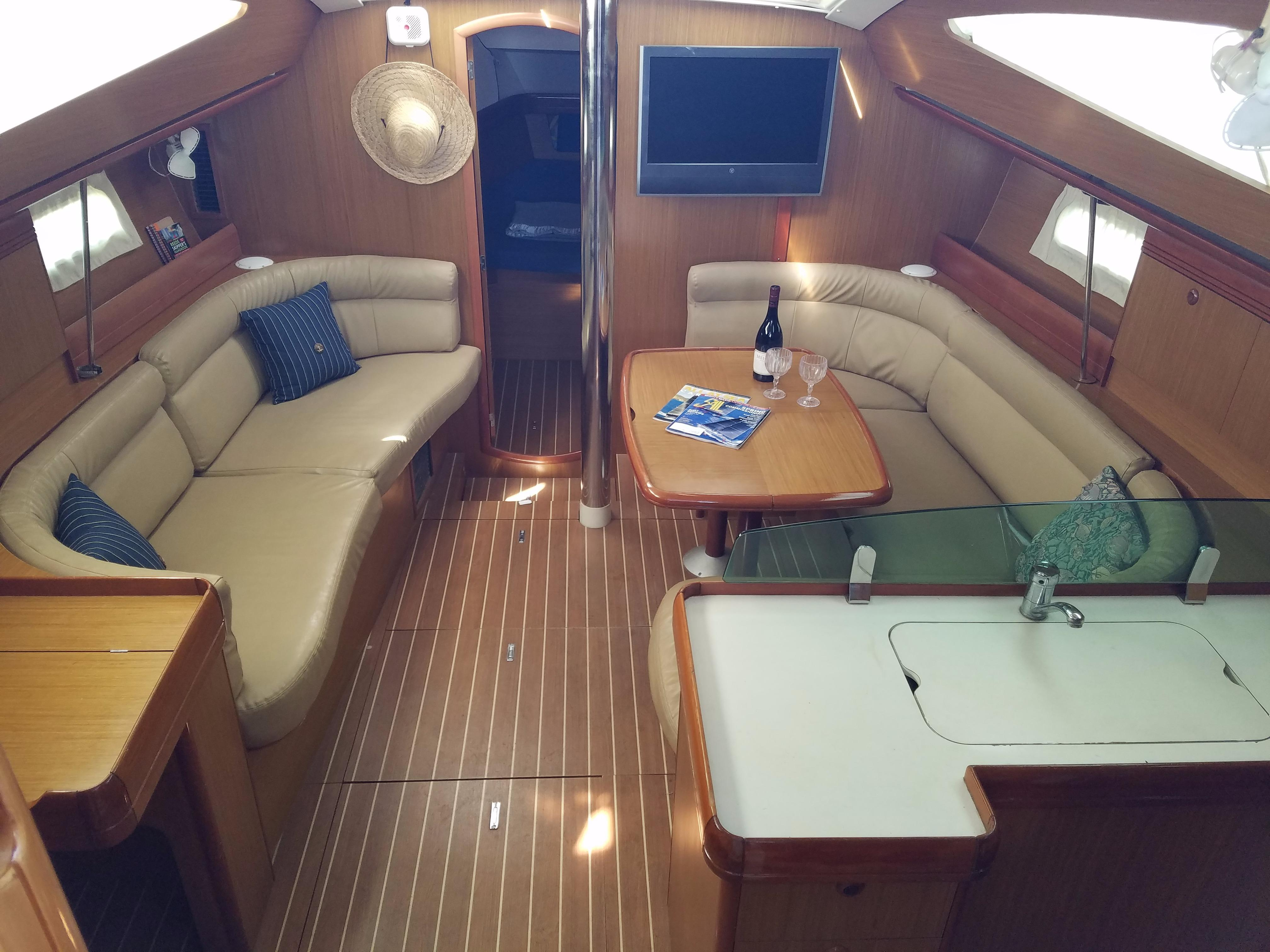 Jeanneau 42 DS - Salon