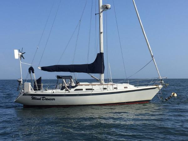 38' Ericson 380 by Pacific Seacraft