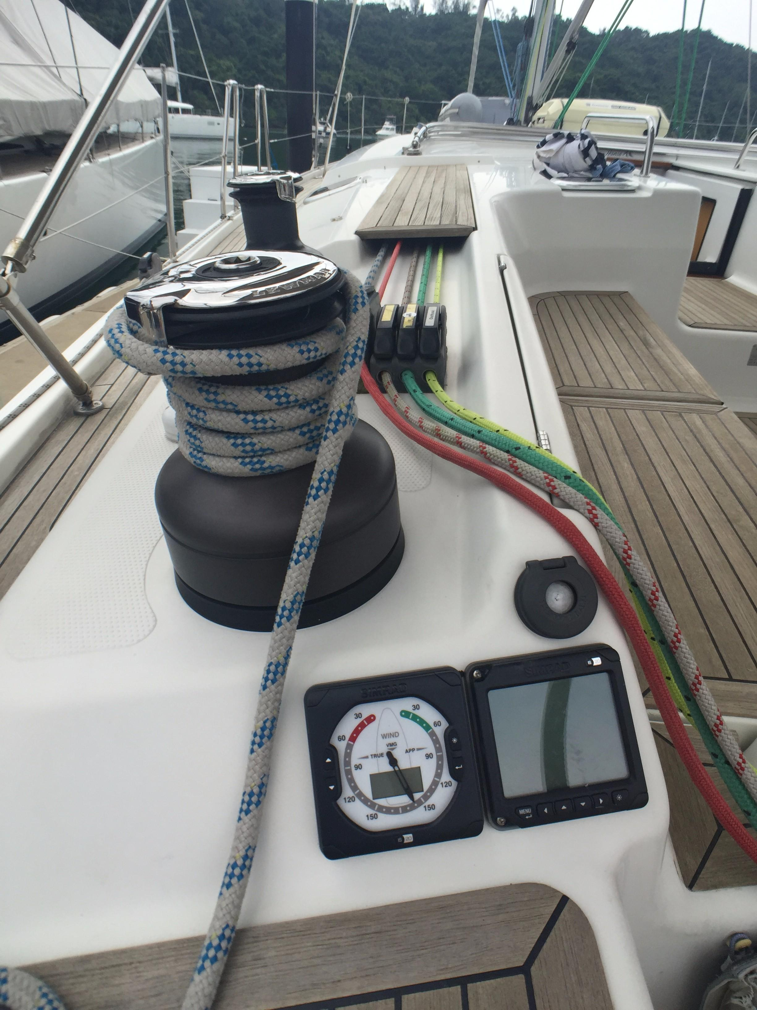 Hanse 495 -- Port Cockpit