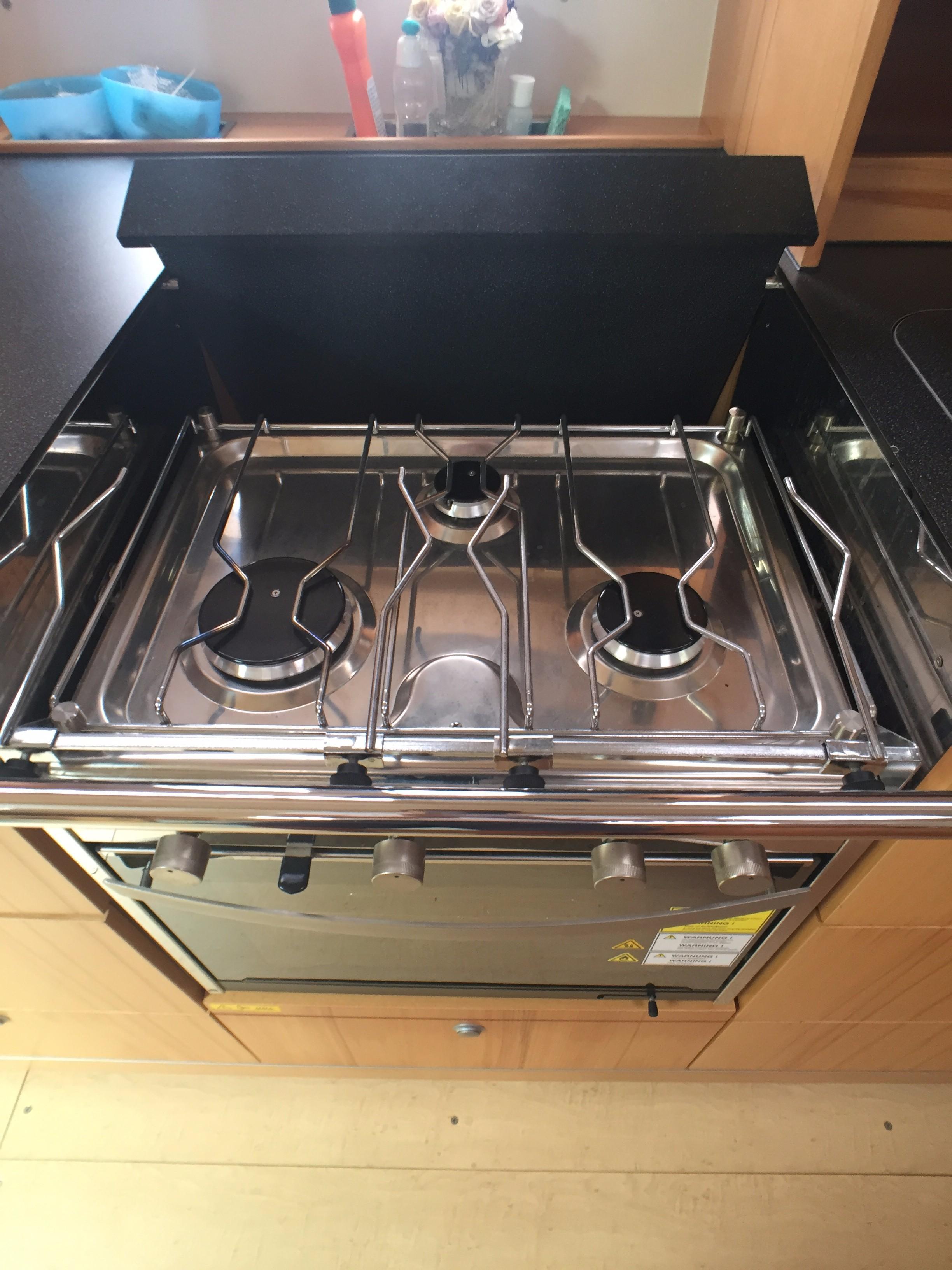 Hanse 495 -- 3-burner Hob & Oven