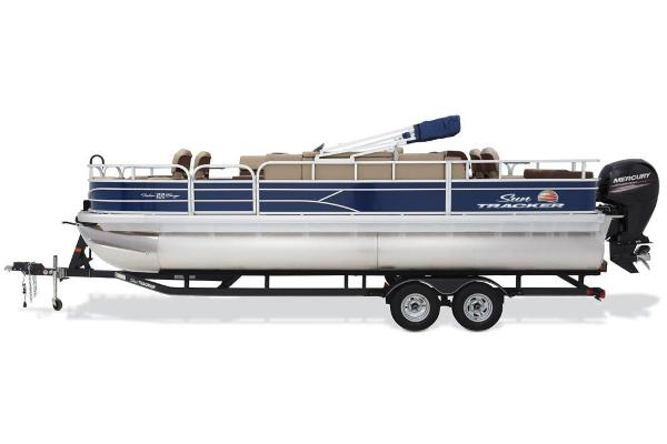 2018 Sun Tracker boat for sale, model of the boat is Fishin' Barge 22 DLX & Image # 2 of 10