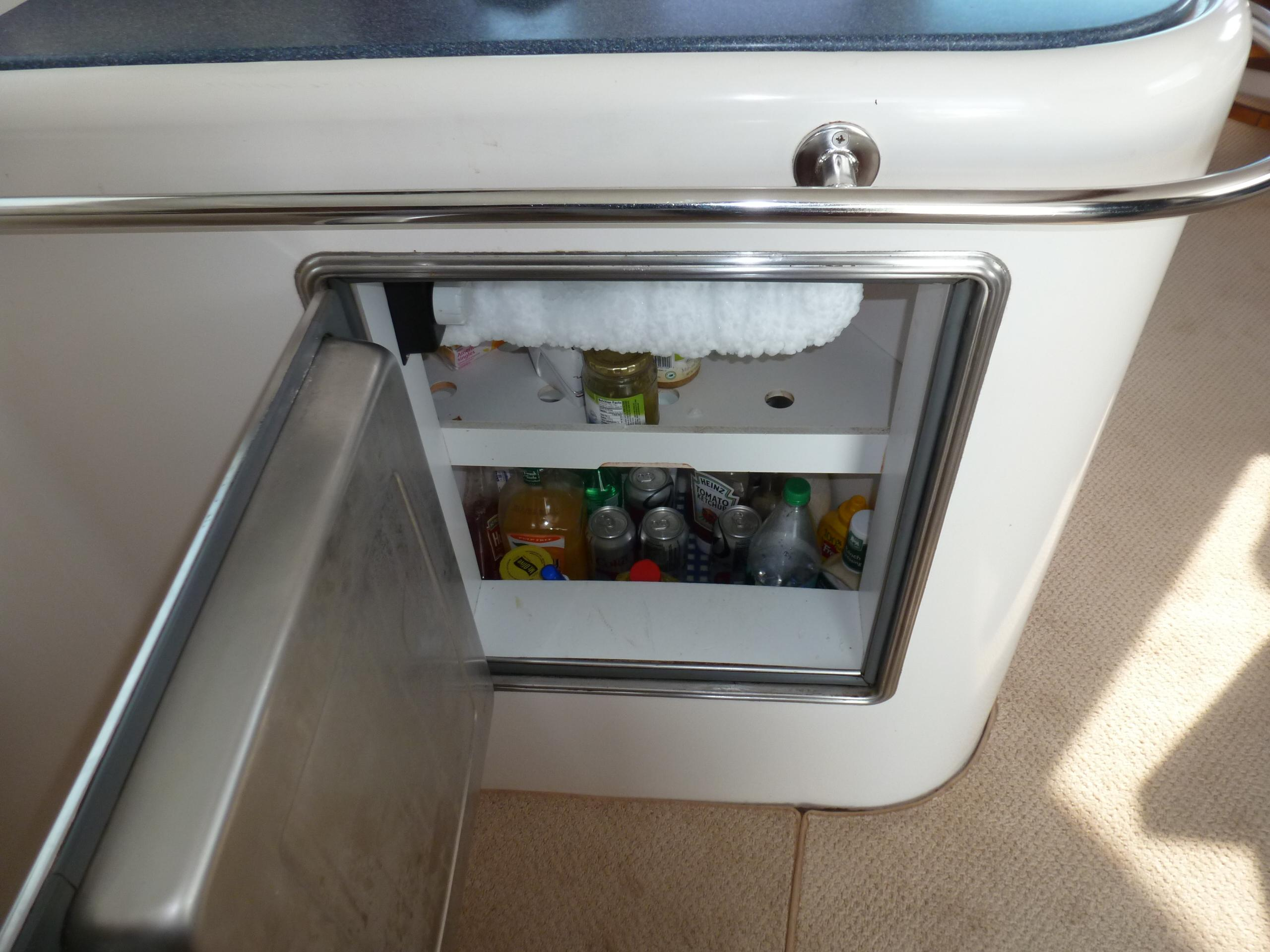 Fountaine Pajot Maryland 37 - Fridge/ Freezer