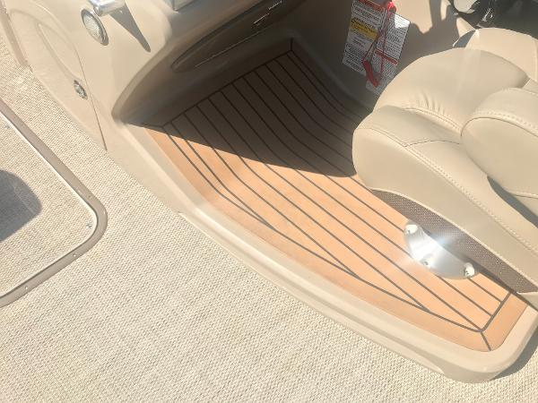 2019 Regency boat for sale, model of the boat is 230 LE3 & Image # 20 of 33