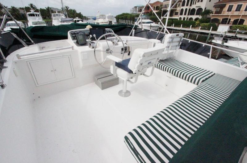 Flybridge Helm Deck & Guest Seating