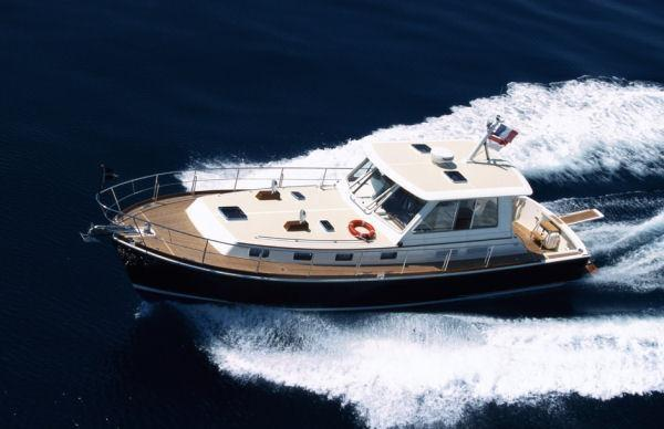 43 Eastbay HX-52
