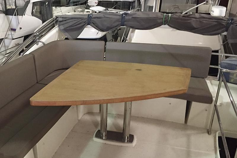 Bridge Seating With Table