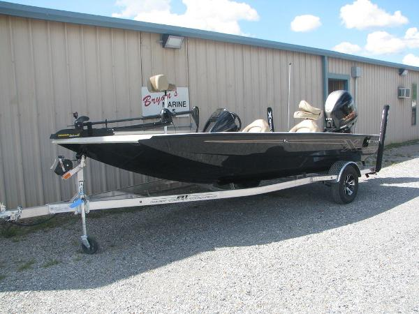 2019 Xpress boat for sale, model of the boat is X19 Pro & Image # 2 of 17