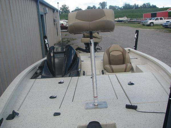2019 Xpress boat for sale, model of the boat is X19 Pro & Image # 15 of 17