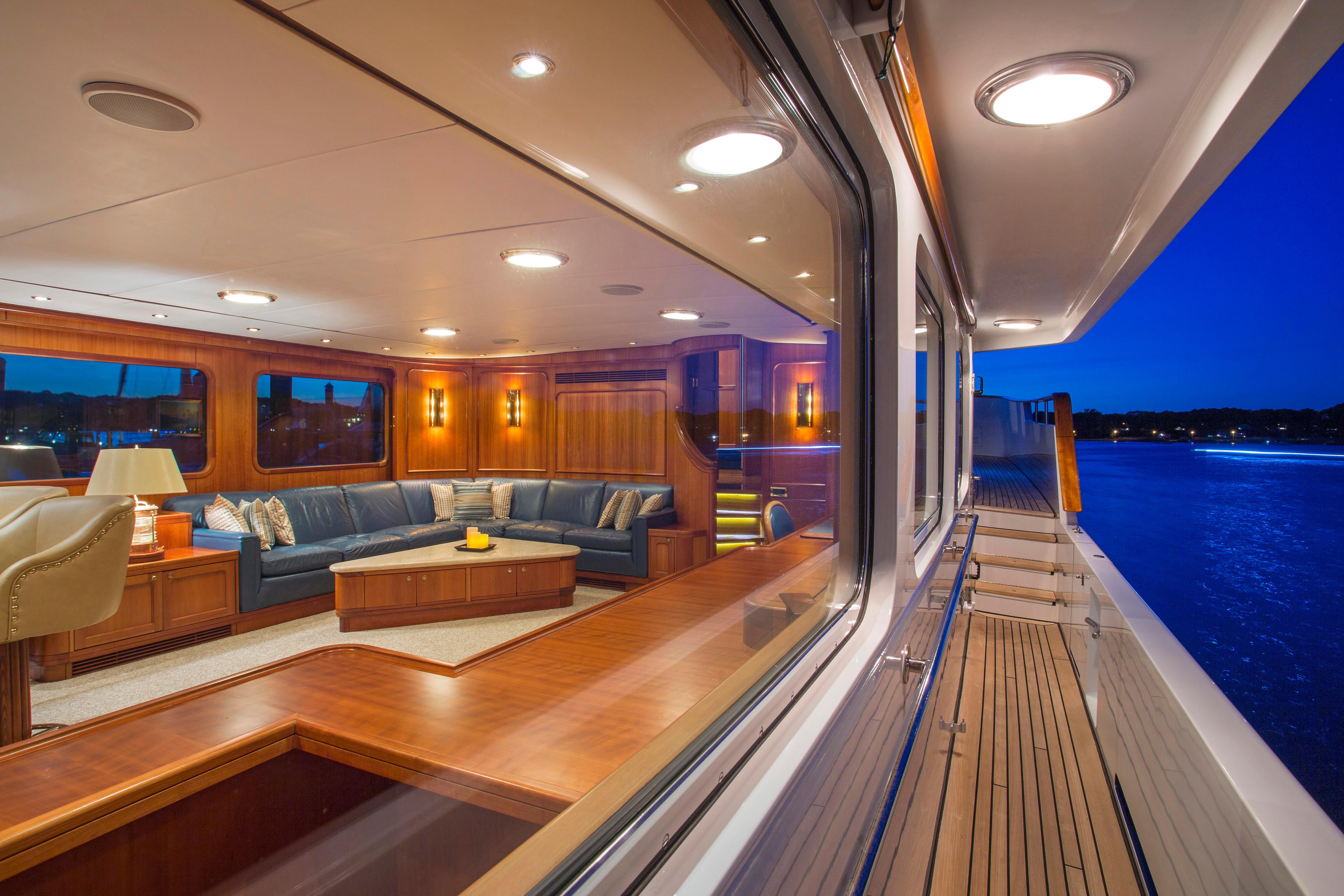 Walkaround Deck