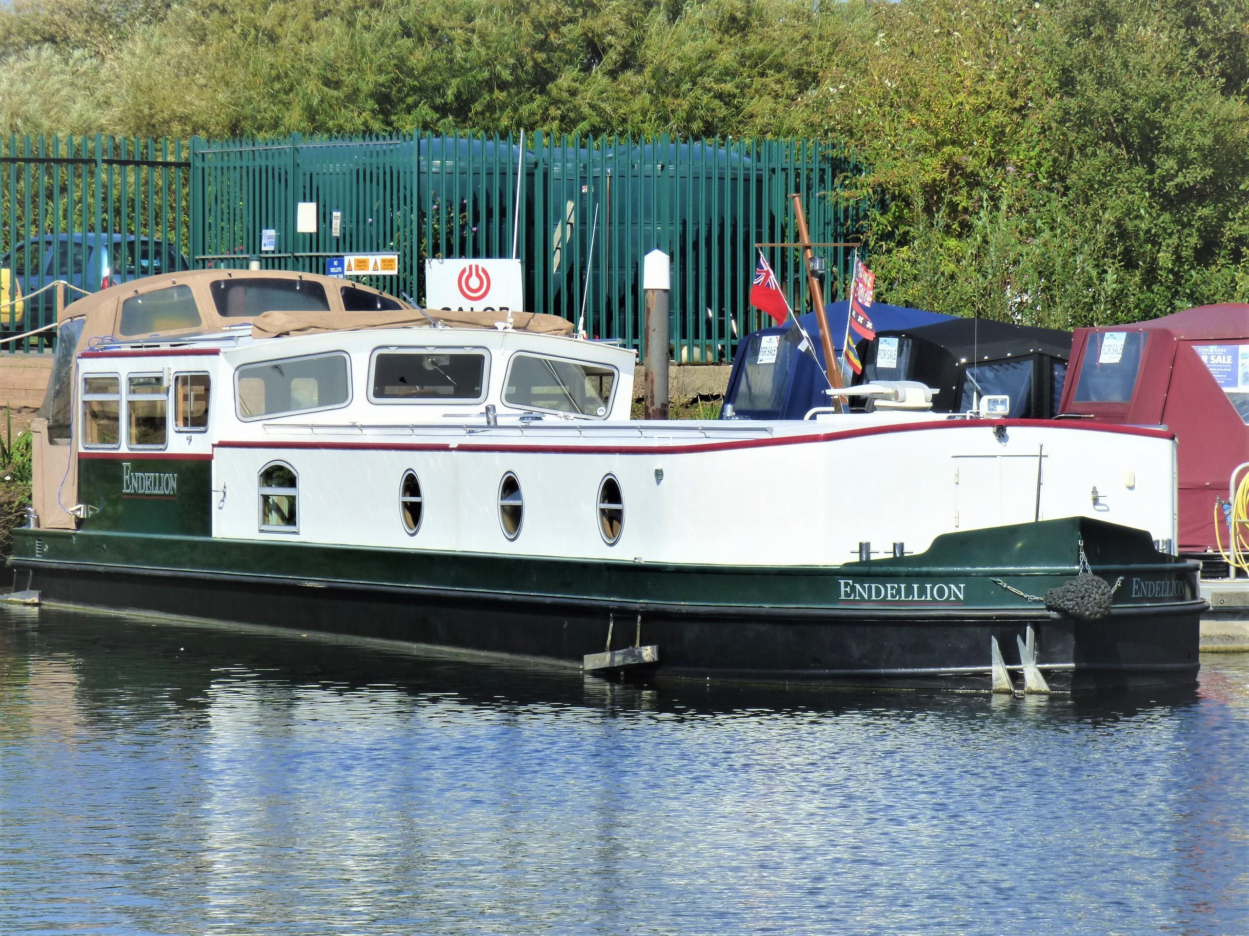 Wide Beam Narrowboat Ledgard Bridge