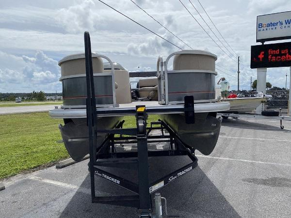 2018 Sun Tracker boat for sale, model of the boat is PARTY BARGE® 18 DLX & Image # 2 of 9
