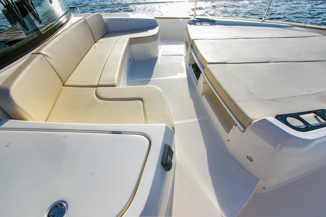 Bow front Seat