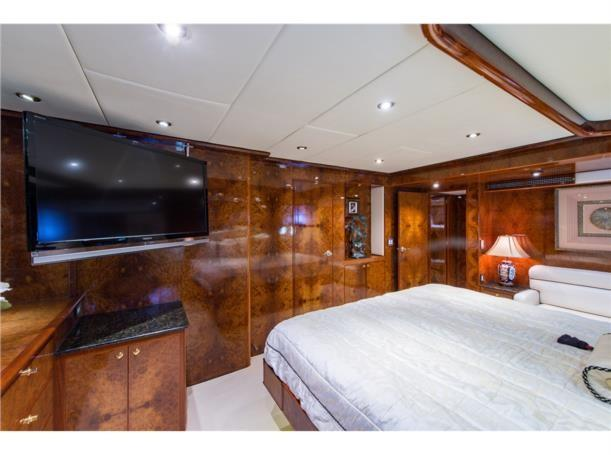 Mid stateroom, starboard view