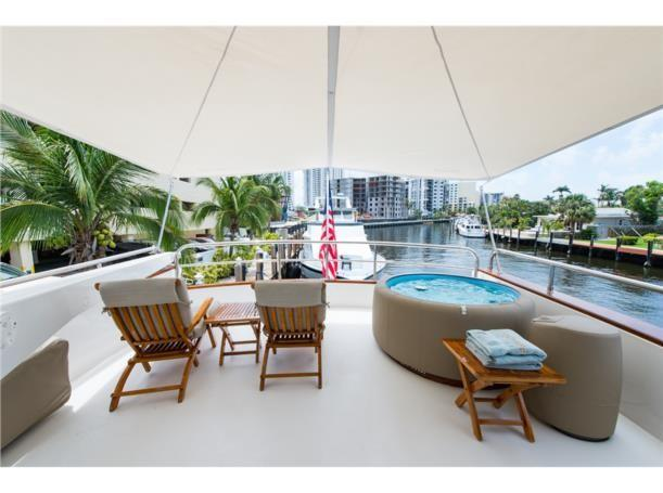Bridge soft-tub and lounge chairs