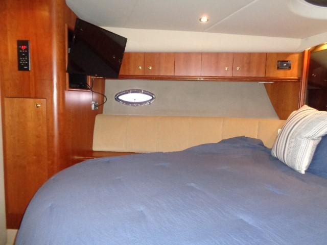 Cruisers Yachts 4450 Express Motoryacht - Photo: #37
