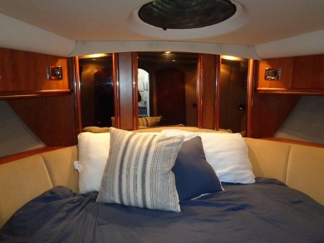 Cruisers Yachts 4450 Express Motoryacht - Photo: #
