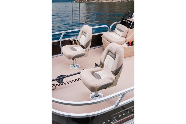 2014 Sun Tracker boat for sale, model of the boat is Bass Buggy 18 DLX & Image # 8 of 19