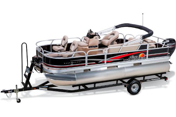 2014 Sun Tracker boat for sale, model of the boat is Bass Buggy 18 DLX & Image # 1 of 19