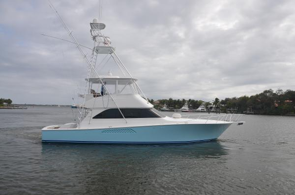 2005 52' Viking 52 Convertible