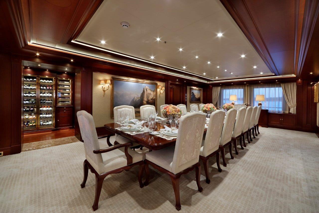 279 Lurssen Dining Salon