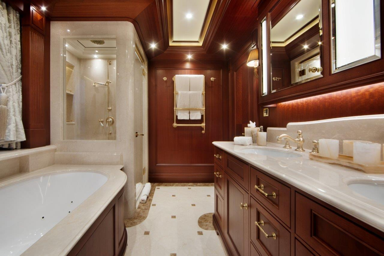 279 Lurssen Her Bath