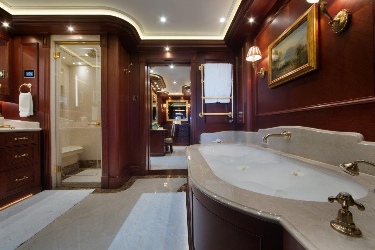 279 Lurssen His Bath and Closet