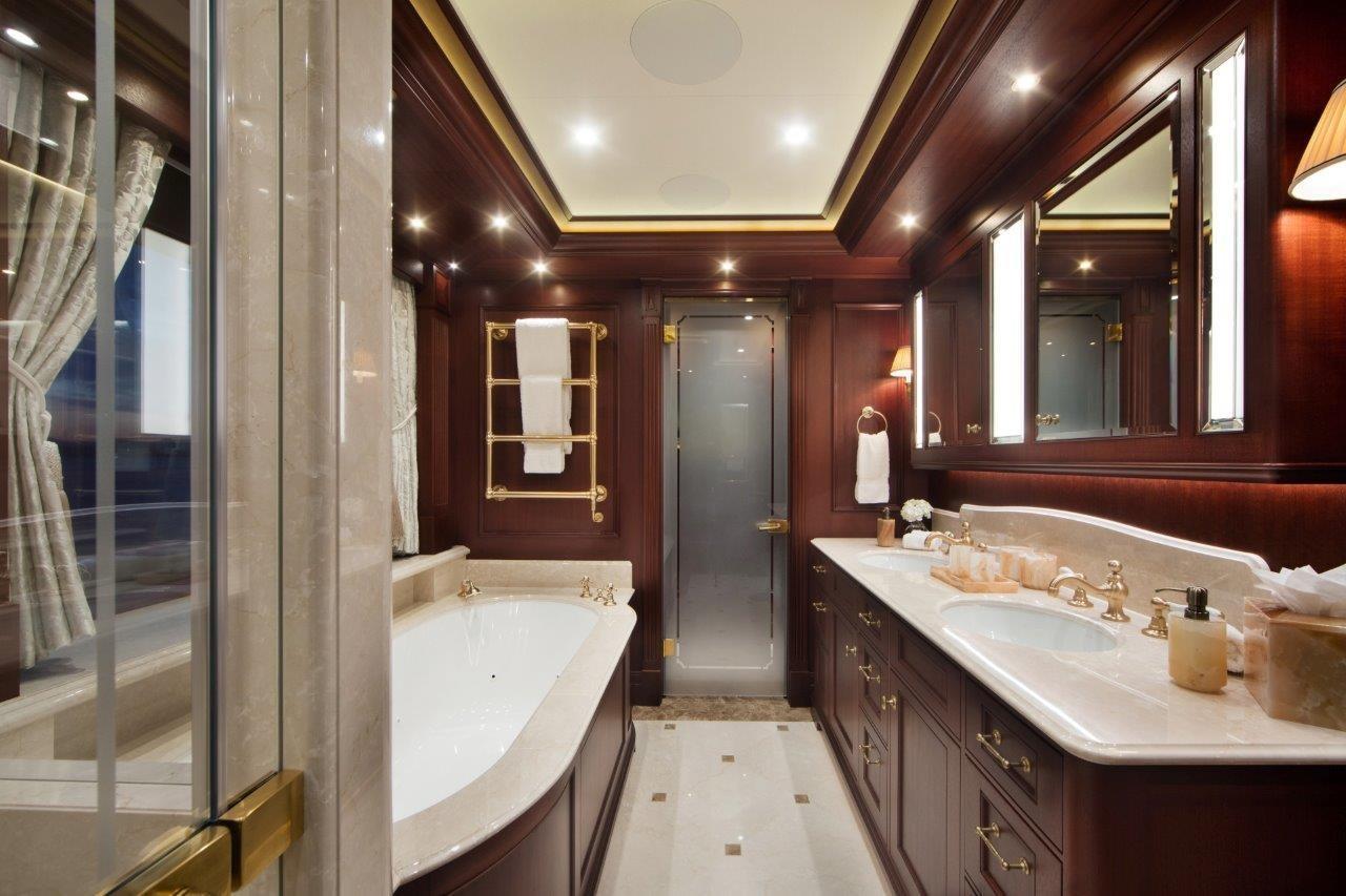 279 Lurssen Owner's Deck VIP Bath