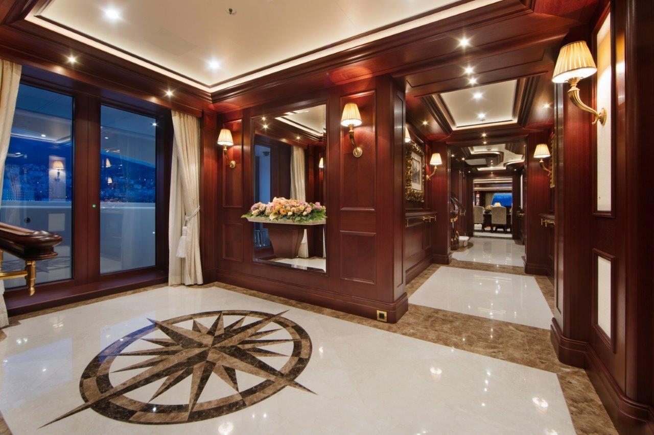 279 Lurssen Main Deck Foyer